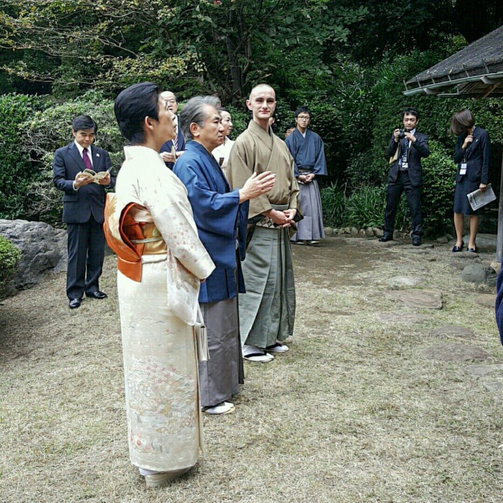 japanese-culturee-tea-gathering-outside