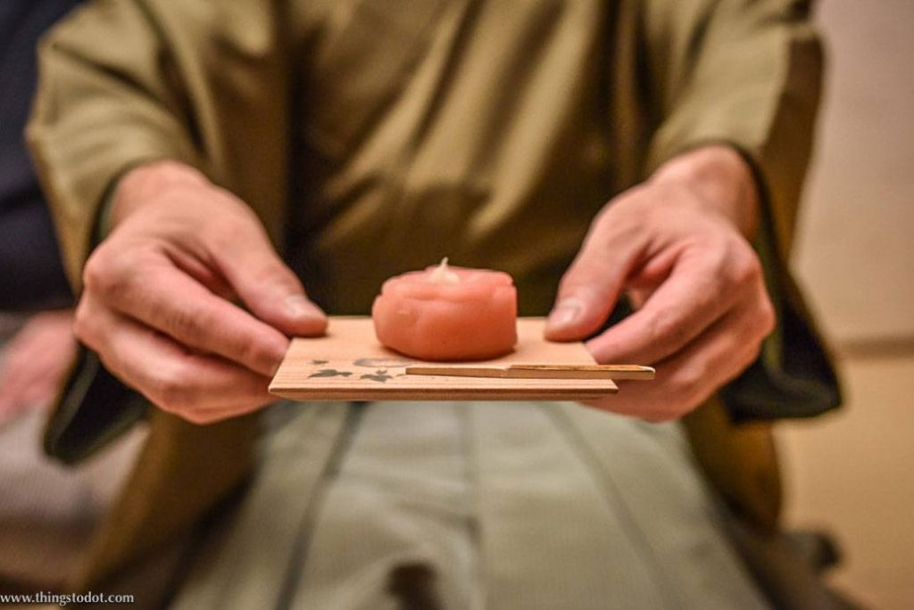 Japanese tea ceremony etiquette receiving sweets