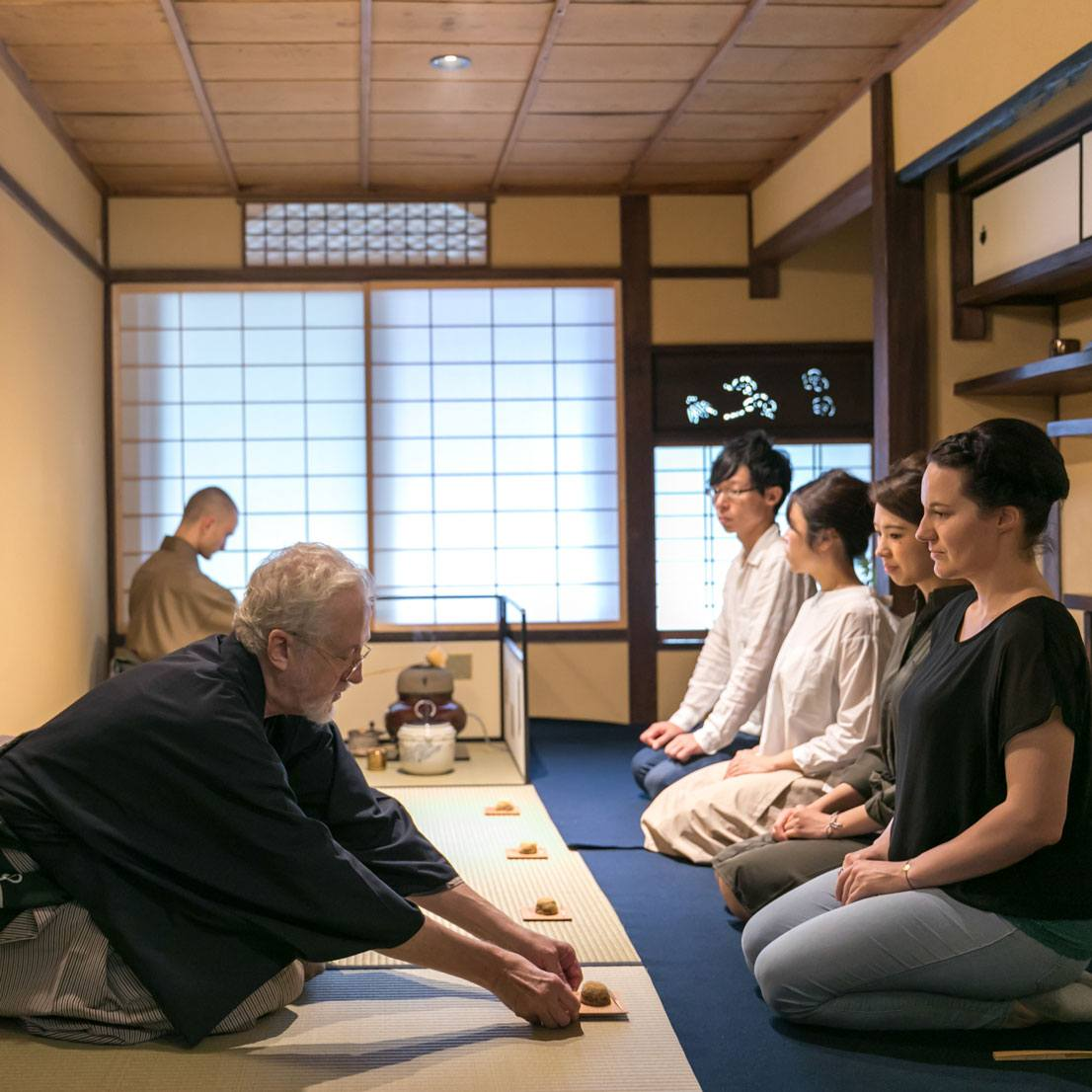 BASIC JAPANESE TEA CEREMONY ETIQUETTE