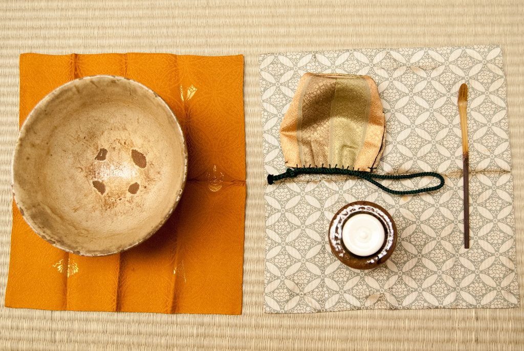 kirei sabi aesthetic tea bowl and flask