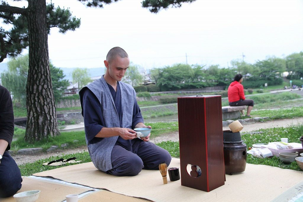 Best place to see tea ceremony under cherry blossoms in Kyoto